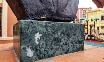 Cultura retira el busto del Maestro Jaén de los jardines municipales tras ser objeto de actos vandálicos
