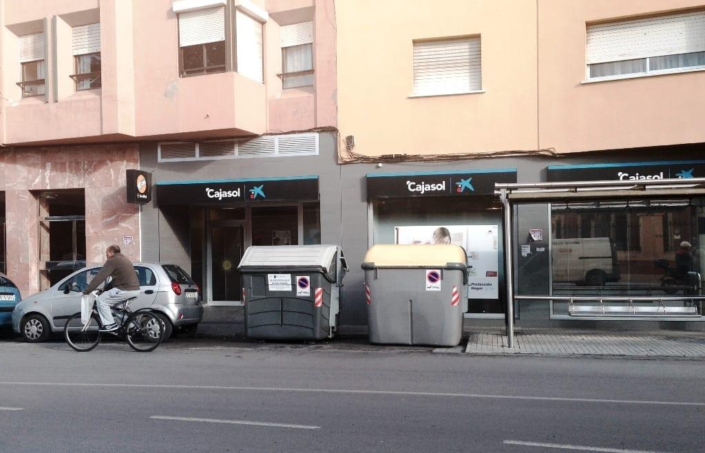 La Policía Local formula denuncias contra vecinos por depositar la basura fuera de los contenedores