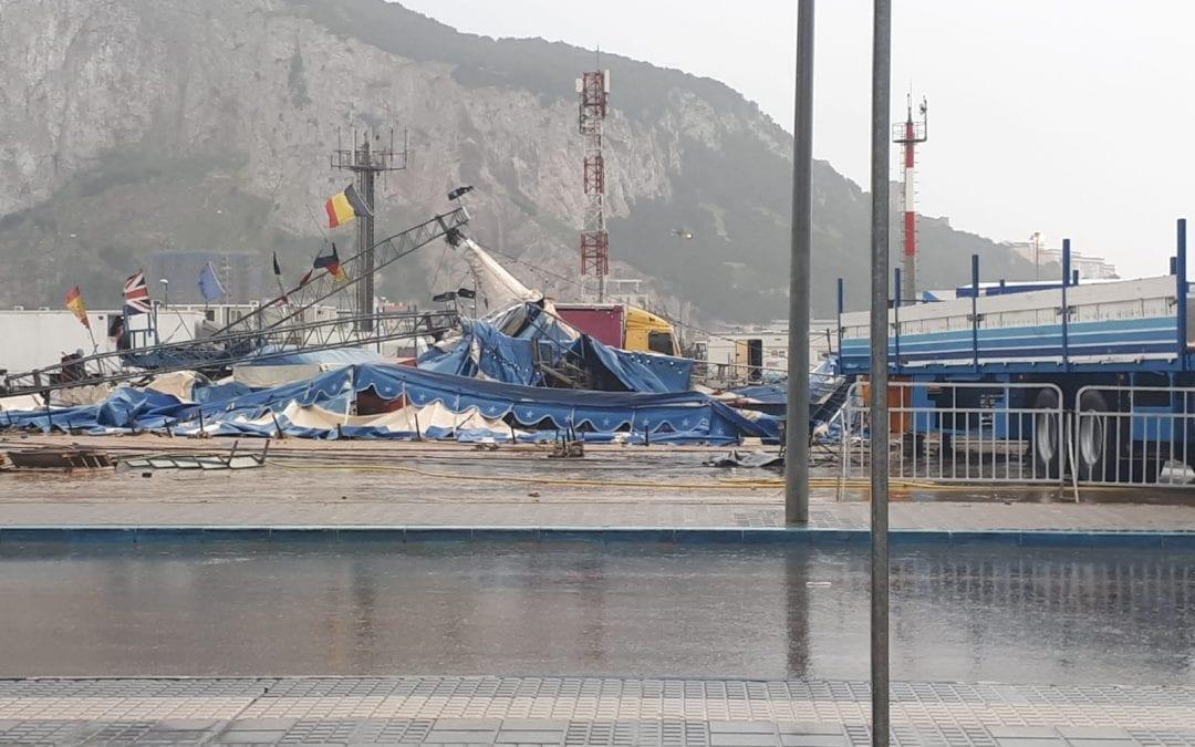"""El temporal destroza la carpa del """"Berlin Zircus"""" situado en el recinto ferial"""