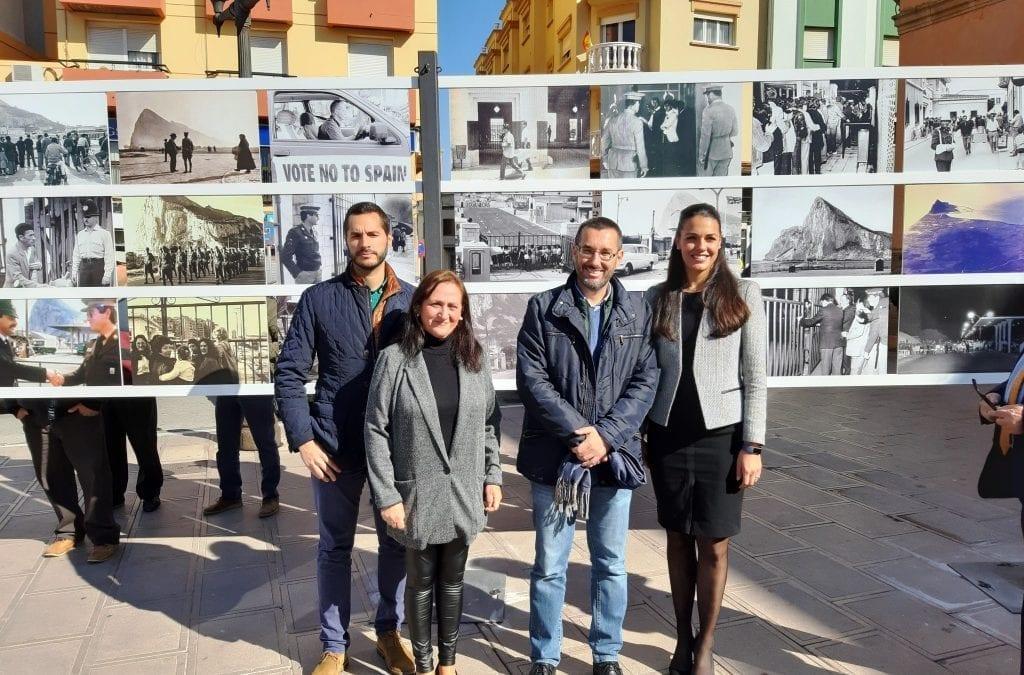 """La alcaldesa de Gibraltar y el alcalde de La Línea asisten a la inauguración de la primera exposición fotográfica """"50 años: muchas historias que contar"""""""