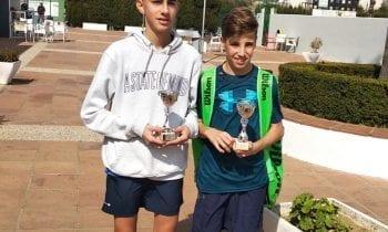 Antonio Manuel Damián Ruiz, Campeón infantil y Oliver Ortega Campeón Benjamín, ambos del Linense Tenis Club en el Open de Tenis