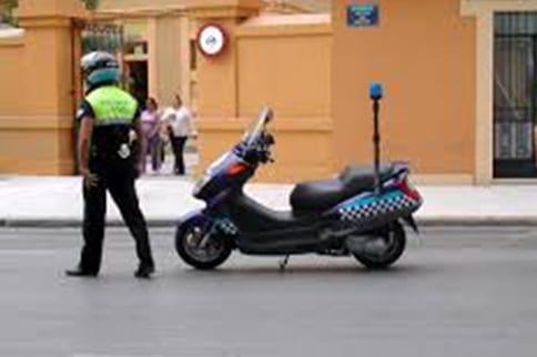 Interceptado un motorista en La Línea tras una persecución iniciada en San Roque