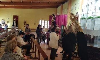 Se esta celebrando el devoto y piadoso acto del Besapíe al Cristo de Medinaceli y Besamano a la Doloroso de la Cofradía del Miércoles Santo.