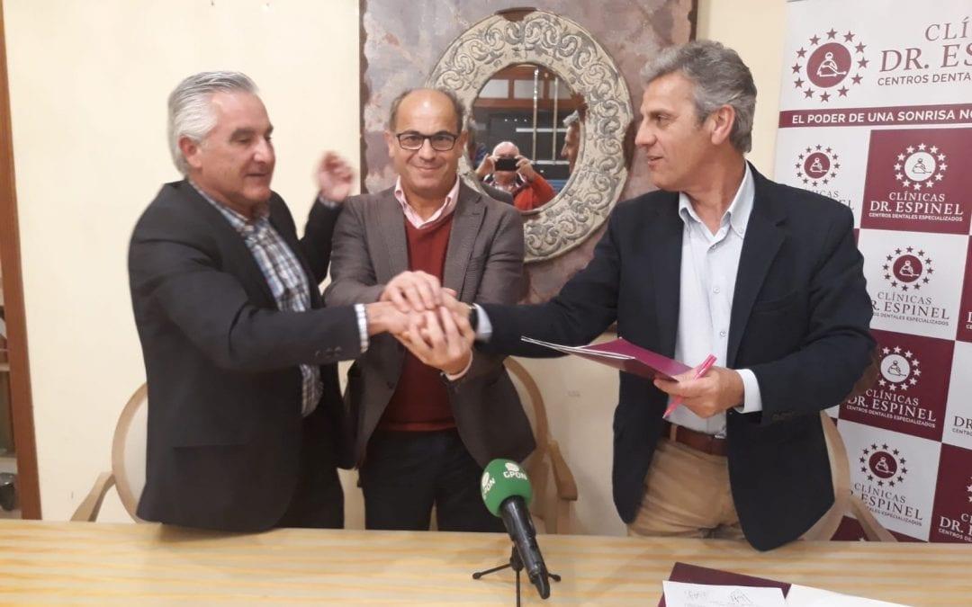 Firma de convenio de colaboración entre Clinicas Doctor Espinel y la Agencia de Seguros Prieto y Uceda