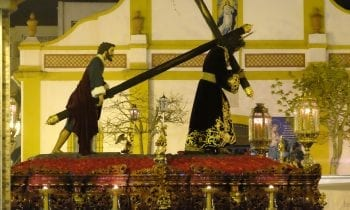(GALERÍA DE FOTOS) El Gran Poder recrea una magnífica noche por las calles de La Linea