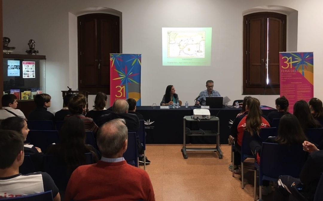 El historiador José Beneroso concluye con una charla sobre toponimia el ciclo de conferencias con motivo de la Feria del Libro
