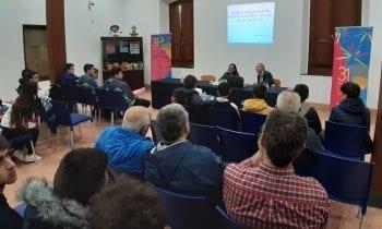 El historiador Manuel López ha pronunciado una conferencia sobre el istmo de Gibraltar, encuadrada en la XXXI edición de la Feria del Libro