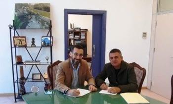 Firmado el contrato para la instalación de un chiringuito en la playa de levante