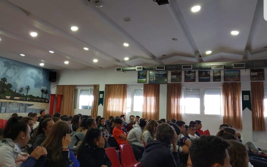 Cultura finaliza en los institutos las charlas de la campaña por los 50 años desde el cierre de la verja con Gibraltar