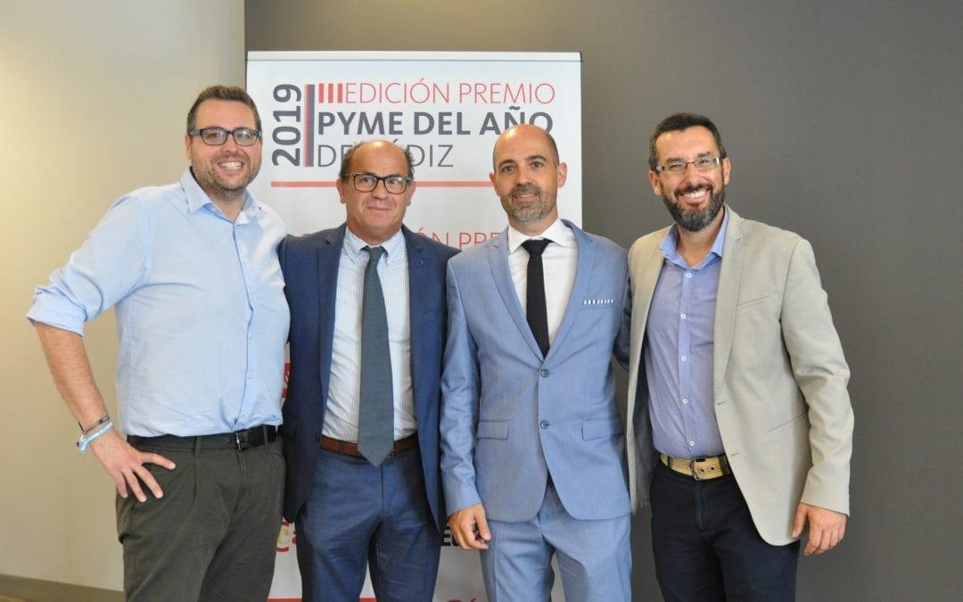 El alcalde y el concejal de Mercados y Comercio felicitan a La Línea Vertical , Premio PYME del año en la provincia