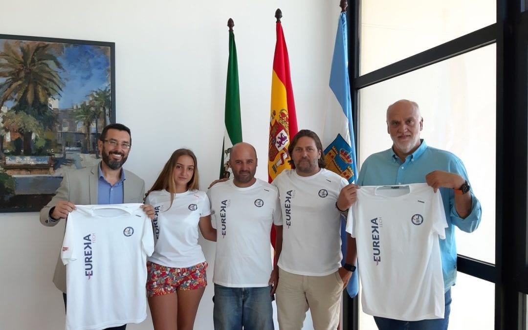 El alcalde recibe al equipo del Club Náutico que participará en el Campeonato del Mundo de J80