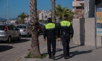 La Policía Local ha formulado 42 denuncias por arrojar basuras fuera del horario establecido y depositarlas en la vía pública