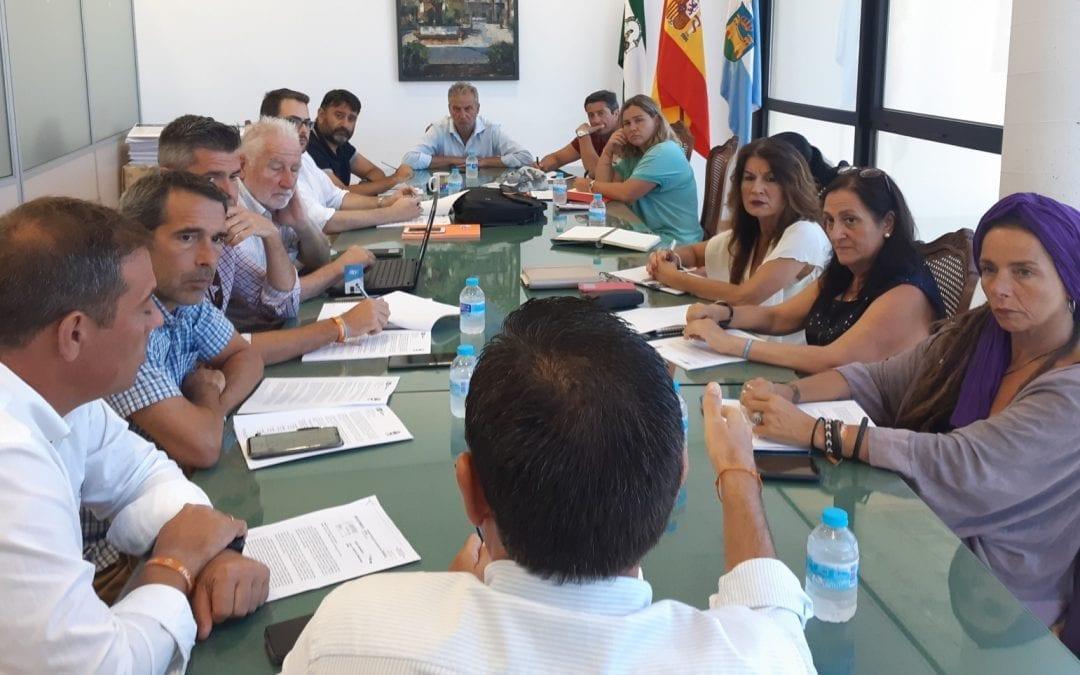 El gobierno municipal de La Línea establece los proyectos de su mandato en torno a tres ejes: cambio del sistema productivo, mejora de  los servicios públicos y promoción de una buena imagen