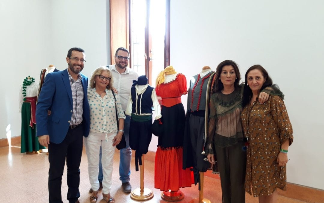"""Inaugurada la exposición de trajes de época, primera iniciativa enmarcada en las jornadas históricas """"La Línea de Gibraltar"""""""