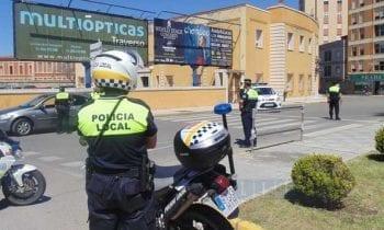 """Agentes de la Policía Local detienen a un individuo como presunto autor de un delito de venta de droga """"al menudeo"""""""
