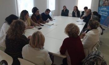 El Ayuntamiento informa a colectivos y a protectoras de animales como Prodean y El Gato Andaluz de la puesta en práctica de la campaña CES
