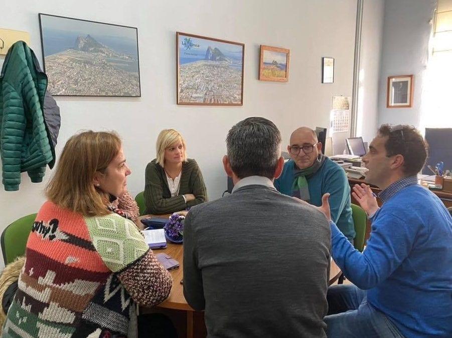 Educación aborda con el IES Mediterráneo la organización de una carrera solidaria con motivo del Día de la Paz