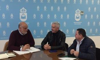 Vidal aborda con representantes de la federación gaditana y comarcal de fútbol la celebración en la ciudad de eventos de índole andaluz y provincial