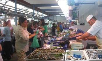 Normalidad en el primer día de ampliación de aforo de acceso al Mercado y retorno a la actividad de los vendedores ambulantes