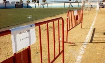 Adjudicado el contrato de mantenimiento de los campos de césped artificial de pádel y fútbol en la Ciudad Deportiva