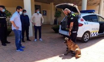 Suscrito un convenio para la incorporación de un perro policía a la Jefatura de Policía Local