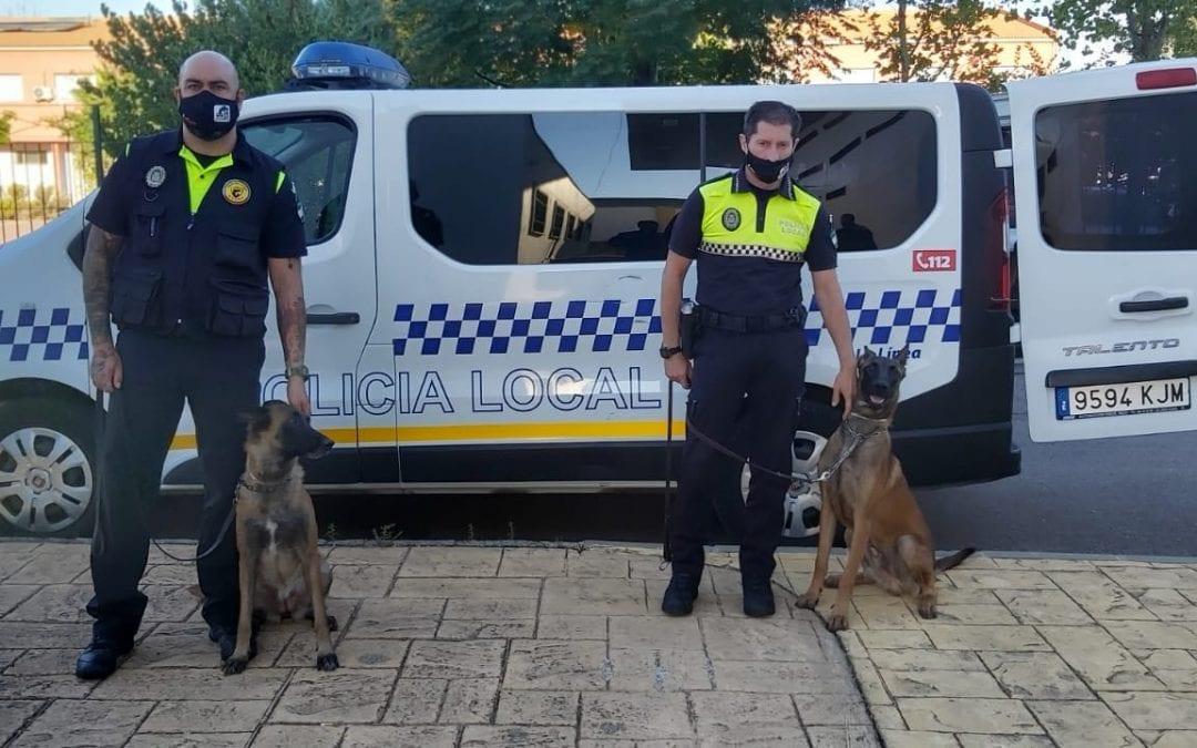 Dos agentes de la Policía Local participan en un curso sobre guías caninos en Almendralejo