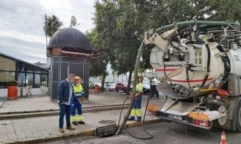Mantenimiento Urbano fiscaliza los trabajos de limpieza de imbornales que desarrolla Aqualia