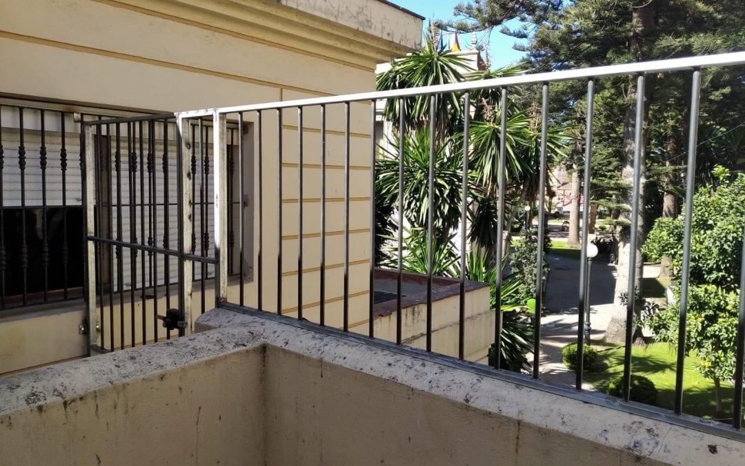 Mantenimiento Urbano acomete la colocación de rejas en la planta superior del Conservatorio