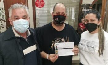La agencia de SEGUROS PRIETO & UCEDA, entrega el donativo a ADEM-C