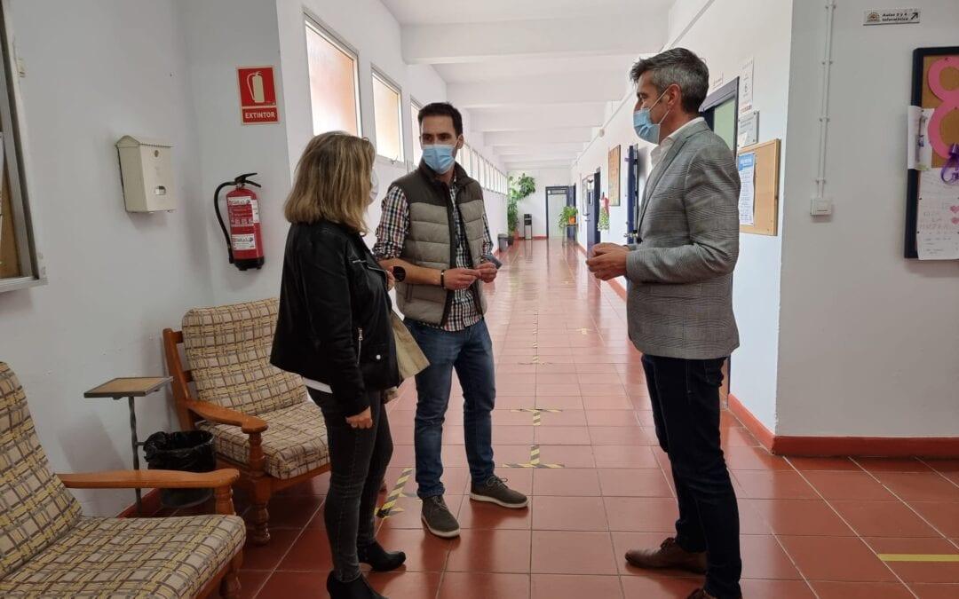 Educación aborda la recuperación de aulas en el centro de Educación Permanente Almadraba