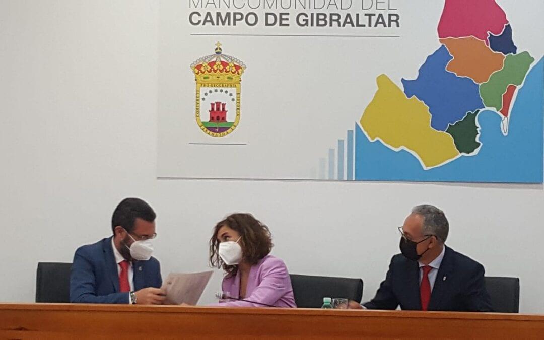 El alcalde firma con la ministra de Hacienda un convenio de 850.000 euros para la mejora del sistema de recogida de residuos